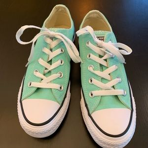 Women's mint green low top Converse size 6